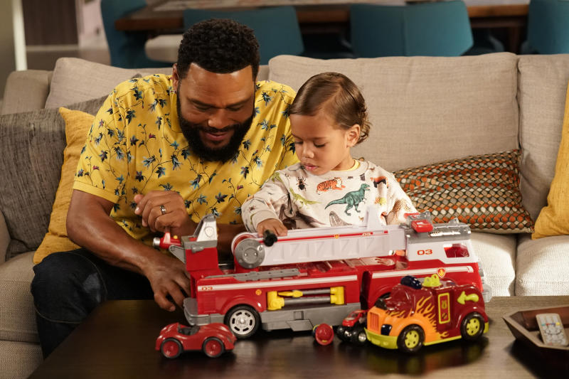 ANTHONY ANDERSON, AUGUST AND BERLIN GROSS (Mitch Haaseth / ABC)
