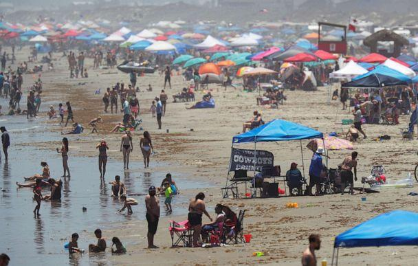 PHOTO: People gather on the beach for the Memorial Day weekend in Port Aransas, Texas, May 23, 2020. (Eric Gay/AP Photo)