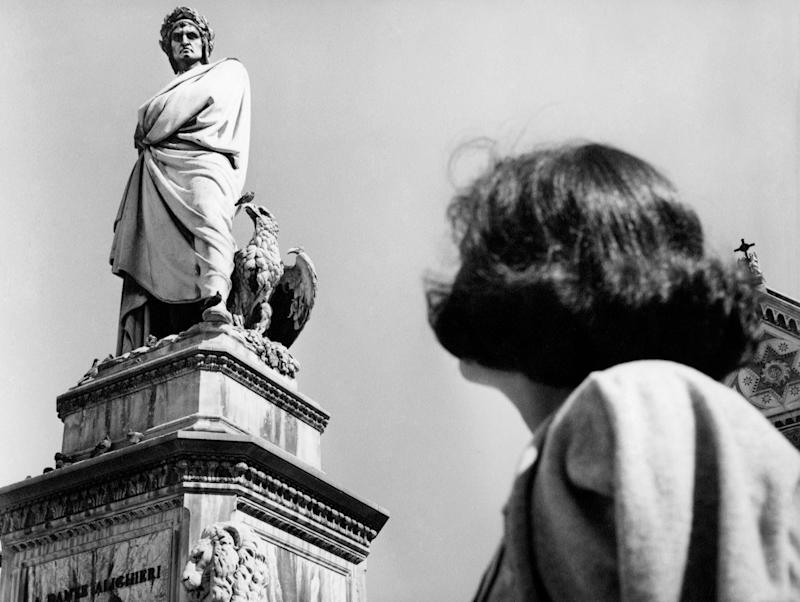 Piazza santa croce, statue of Dante Alighieri, florence, Tuscany, italy 1965 50. (Photo by: Touring Club Italiano/Marka/Universal Images Group via Getty Images) (Photo: Marka via Getty Images)