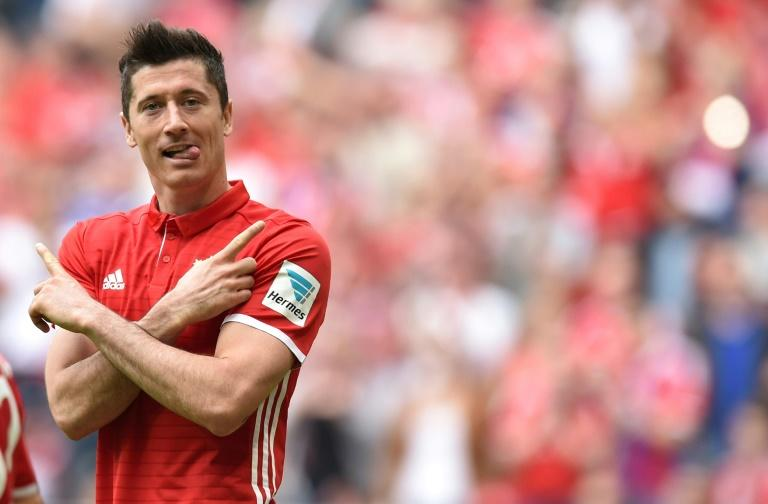 Bayern Munich striker Robert Lewandowski celebrates after scoring against Augsburg on April 1, 2017