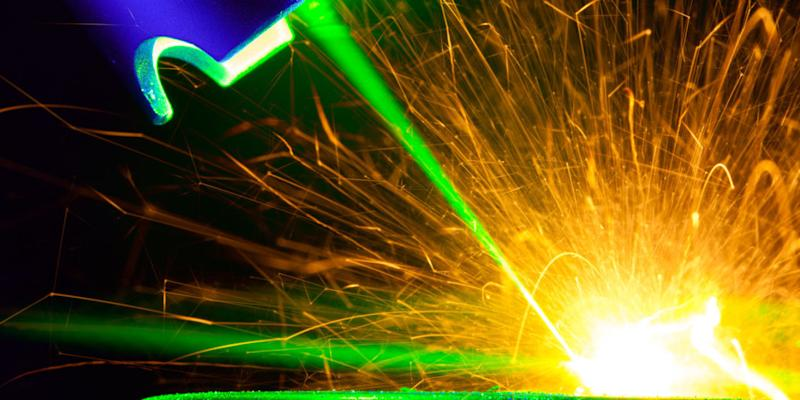 scientists build world s most powerful pulse laser