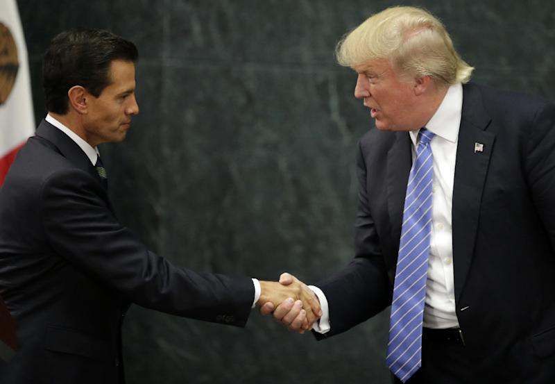 Mexican President Enrique Pena Nieto (L) and US presidential candidate Donald Trump shake hands after a meeting in Mexico City on August 31, 2016 (AFP Photo/YURI CORTEZ)