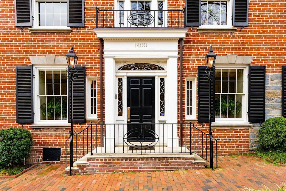 <p>The home was originally built in 1800 in a classic Federal style. </p>
