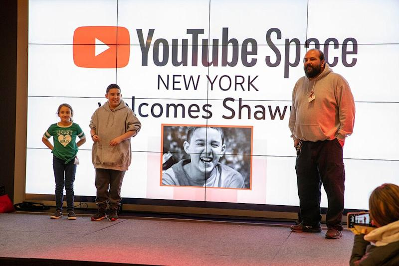 Shawny Smith (C) with sister Chloe Smith (L) and football coach Josh Barbosa (R) | YouTube Spaces
