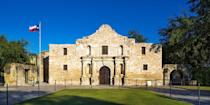 """<p><strong>Best for Texan History </strong></p><p><a href=""""https://www.bestproducts.com/fun-things-to-do/g3311/things-to-do-in-san-antonio/"""" rel=""""nofollow noopener"""" target=""""_blank"""" data-ylk=""""slk:San Antonio"""" class=""""link rapid-noclick-resp"""">San Antonio</a>, which recently turned 300, is chock-full of history. Learn all about <a href=""""https://go.redirectingat.com?id=74968X1596630&url=https%3A%2F%2Fwww.tripadvisor.com%2FAttraction_Review-g60956-d103610-Reviews-The_Alamo-San_Antonio_Texas.html&sref=https%3A%2F%2Fwww.countryliving.com%2Flife%2Fg37186621%2Fbest-places-to-experience-and-visit-in-the-usa%2F"""" rel=""""nofollow noopener"""" target=""""_blank"""" data-ylk=""""slk:The Alamo"""" class=""""link rapid-noclick-resp"""">The Alamo</a>, the 18th-century mission where Texas pioneers, including Davy Crockett, fought Mexican troops, as well as the city's other historic missions. Plus, you can't leave town without taking a walk — or a scenic boat ride — along the famed <a href=""""https://go.redirectingat.com?id=74968X1596630&url=https%3A%2F%2Fwww.tripadvisor.com%2FAttraction_Review-g60956-d105056-Reviews-River_Walk-San_Antonio_Texas.html&sref=https%3A%2F%2Fwww.countryliving.com%2Flife%2Fg37186621%2Fbest-places-to-experience-and-visit-in-the-usa%2F"""" rel=""""nofollow noopener"""" target=""""_blank"""" data-ylk=""""slk:River Walk"""" class=""""link rapid-noclick-resp"""">River Walk</a>.</p><p><strong><em>Where to Stay:</em></strong> <a href=""""https://go.redirectingat.com?id=74968X1596630&url=https%3A%2F%2Fwww.tripadvisor.com%2FHotel_Review-g60956-d112229-Reviews-Hotel_Havana-San_Antonio_Texas.html&sref=https%3A%2F%2Fwww.countryliving.com%2Flife%2Fg37186621%2Fbest-places-to-experience-and-visit-in-the-usa%2F"""" rel=""""nofollow noopener"""" target=""""_blank"""" data-ylk=""""slk:Hotel Havana"""" class=""""link rapid-noclick-resp"""">Hotel Havana</a>, <a href=""""https://go.redirectingat.com?id=74968X1596630&url=https%3A%2F%2Fwww.tripadvisor.com%2FHotel_Review-g60956-d570285-Reviews-Hotel_Contessa-San_Antonio_Texas.html&sref=https%3A%2F%2Fwww.countryliving"""