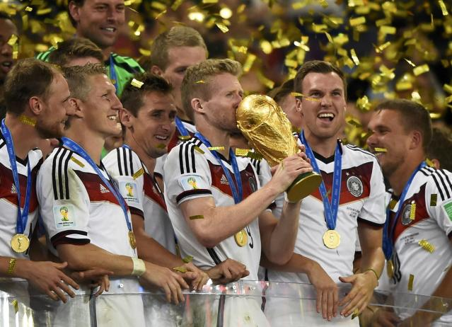 Germany's Andre Schuerrle kisses the World Cup trophy after the 2014 World Cup final between Germany and Argentina at the Maracana stadium in Rio de Janeiro July 13, 2014. REUTERS/Dylan Martinez (BRAZIL - Tags: SOCCER SPORT WORLD CUP)