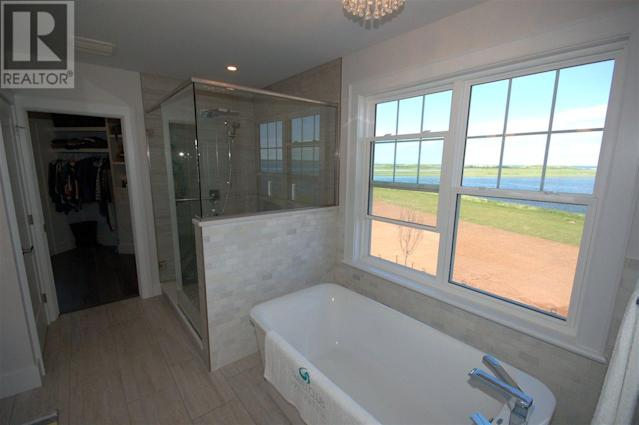 <p><span>296 Macmillan Point Road, West Covehead, P.E.I.</span><br> The master bedroom also has this ensuite and a walk-in closet. There are four bathrooms in the home.<br> (Photo: Zoocasa) </p>