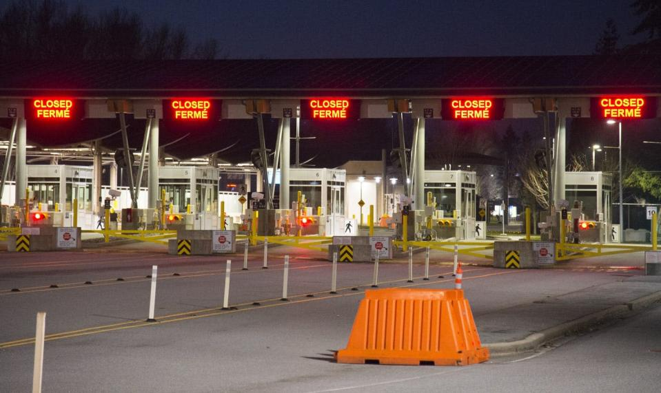 Border crossing with several lanes closed