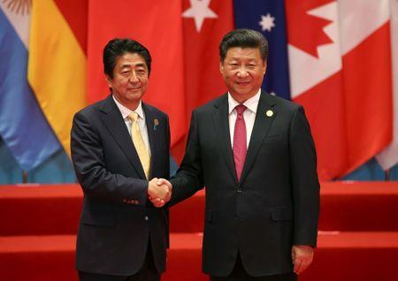 Chinese President Xi Jinping welcomes Japanese Prime Minister Shinzo Abe to the G20 Summit in Hangzhou, Zhejiang province, China September 4, 2016. REUTERS/Damir Sagolj
