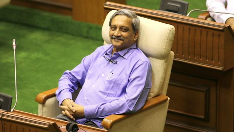 Ailing Goa CM Manohar Parrikar Holds Meeting of Government Officers at His Residence, Takes Stock of Pending Works