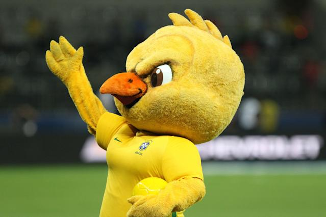 Canarinho Pistola durante partida do Brasil nas Eliminatórias. Foto: Celio Messias/Gazeta Press