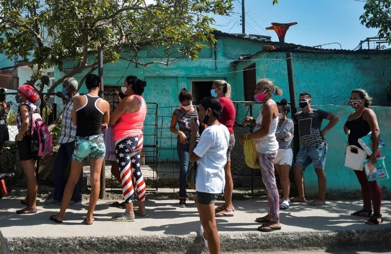 Cubans who often have to queue to buy food from a store are fed up and vent their anger on social media