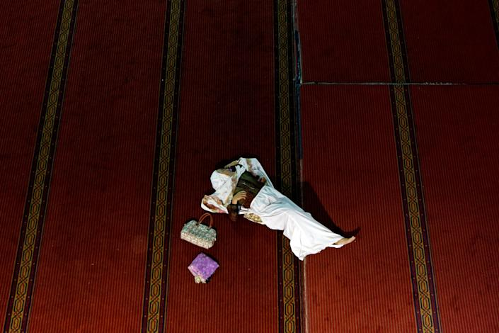 A Muslim woman rests while waiting for the Iftar (breaking fast) meal during the last week of the holy fasting month of Ramadan at Istiqlal Mosque in Jakarta, Indonesia June 20, 2017. REUTERS/Agoes Rudianto