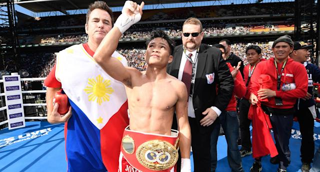 Jerwin Ancajas (C) beat Teiru Kinoshita for the IBF junior bantamweight title at Suncorp Stadium on July 2, 2017 in Brisbane, Australia. (Getty Images)