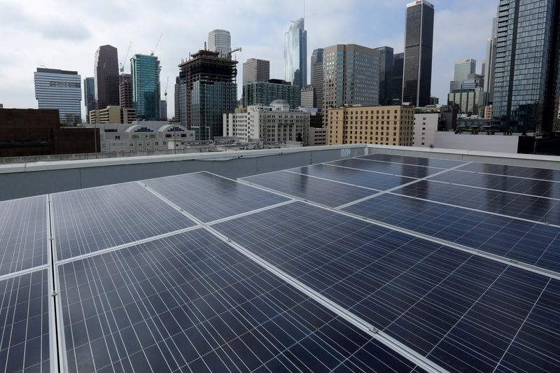 FILE PHOTO: Solar electric panels are shown installed on the roof of the Hanover Olympic building, the first building to offer individual solar-powered net-zero apartments in Los Angeles, California, U.S., June 6, 2017. REUTERS/Mike Blake/File Photo