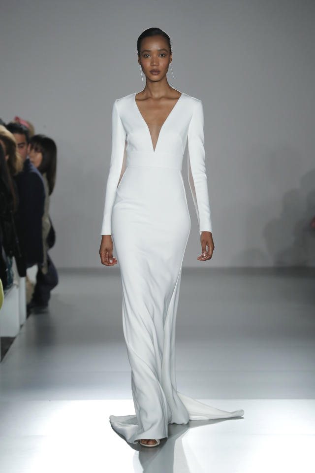 <p>Sometimes the best dresses are simple and sleek, like this long-sleeve Amsale sheath.</p>