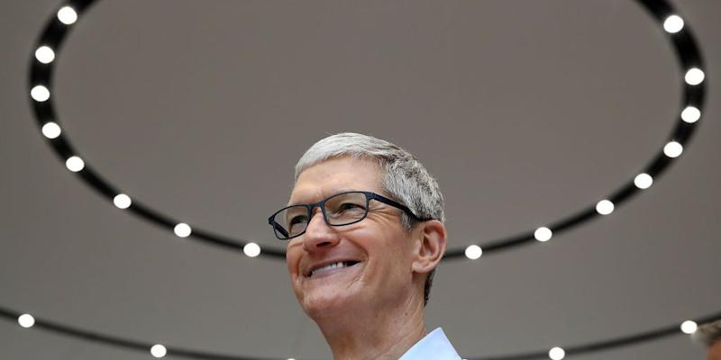 Tim Cook Earned $102 Million in 2017 and Transport via Private Jet