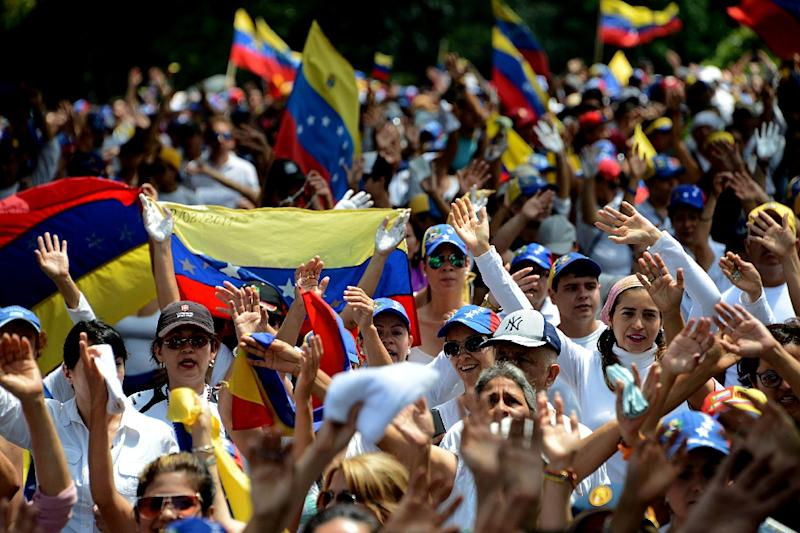 Venezuelan opposition activists join a silent march in protest at the government of President NIcolas Maduro, in the border state of Tachira-San Cristobal (AFP Photo/GEORGE CASTELLANOS)