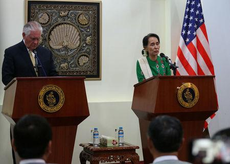 Myanmar's State Counselor Aung San Suu Kyi and U.S. Secretary of State Rex Tillerson attend a press conference at Naypyitaw, Myanmar November 15, 2015. REUTERS/Aye Win Myint
