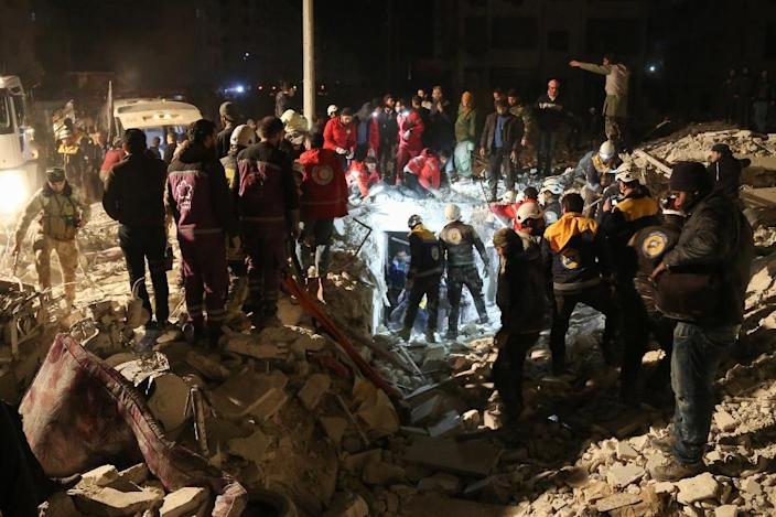 Syrian emergency personnel search for victims following an explosion in a rebel-held area of the northwestern city of Idlib on January 7, 2018 (AFP Photo/Zein Al RIFAI)