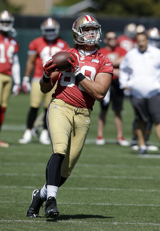San Francisco 49ers tight end Vance McDonald (89) catches a pass during NFL football mini-camp in Santa Clara, Calif., Tuesday, June 17, 2014. (AP Photo/Jeff Chiu)