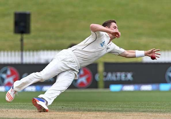 HAMILTON, NEW ZEALAND - NOVEMBER 29: Matt Henry of New Zealand dives for the ball during day five of the Second Test match between New Zealand and Pakistan at Seddon Park on November 29, 2016 in Hamilton, New Zealand. (Photo by Dave Rowland/Getty Images)