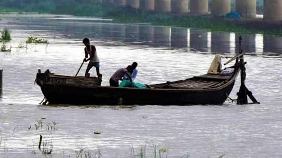40+ decomposed bodies of suspected COVID-19 victims found in Ganga
