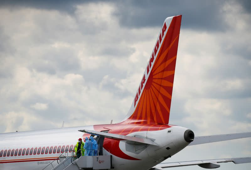 U.S. accuses India of unfair practices on charter flights