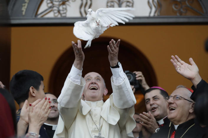 <p>Pope Francis frees a dove after meeting with the Assyro-Chaldean community in the Chaldean catholic church of St. Simon Bar Sabbae in Tbilisi, Georgia, Sept. 30, 2016. The pontiff is traveling to Georgia and Azerbaijan for a three-day visit. (Photo: Alessandra Tarantino/AP)</p>