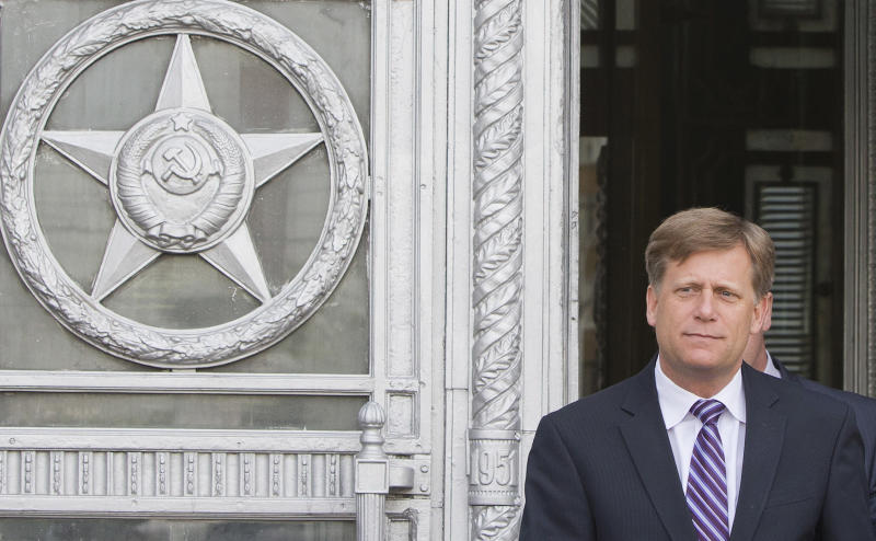 The U.S. Ambassador to Russia Michael McFaul leaves Foreign Ministry headquarters in Moscow, Russia, Wednesday, May 15, 2013. McFaul has been summoned by the Russian foreign ministry in connection with an alleged spy detention in Moscow. He entered the ministry's building in central Moscow Wednesday morning and left half an hour later without saying a word to journalists waiting outside the compound. (AP Photo/Misha Japaridze)