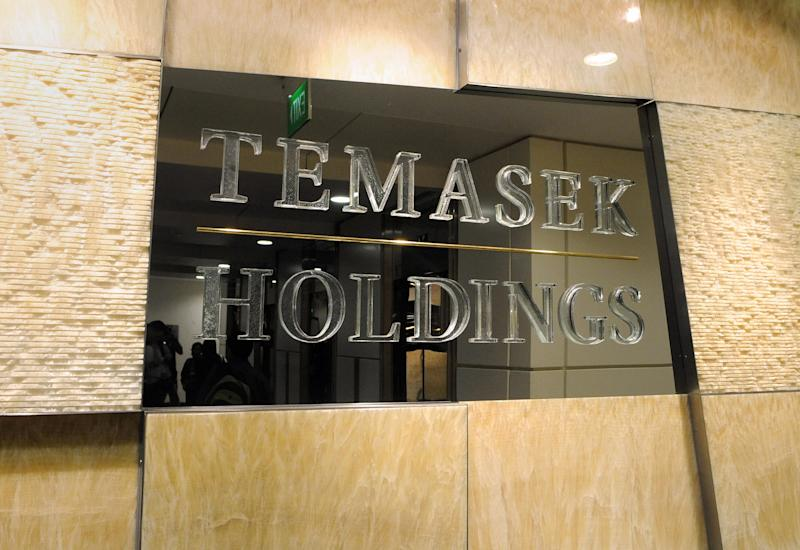 This photo taken on February 6, 2009 shows a sign outside the Singapore state investment arm Temasek Holdings office in Singapore. Temasek Holdings' portfolio lost more than 40 billion Singapore dollars (27.72 billion USD) in value as of end-March from a year before, the state investment firm's chief executive said on July 29, 2009. AFP PHOTO / ROSLAN RAHMAN (Photo credit should read ROSLAN RAHMAN/AFP via Getty Images)
