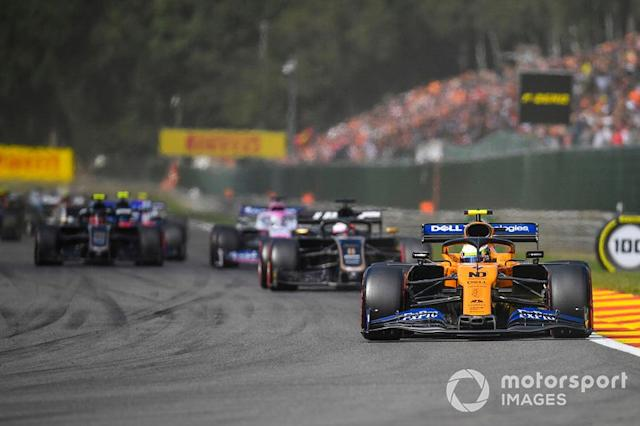 "Lando Norris, McLaren MCL34, precede Romain Grosjean, Haas F1 Team VF-19, Sergio Perez, Racing Point RP19, e Kevin Magnussen, Haas F1 Team VF-19 <span class=""copyright"">Simon Galloway / Sutton Images</span>"