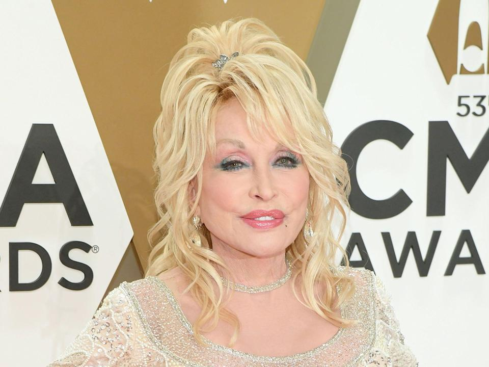 Dolly Parton at an awards show in 2019 (Jason Kempin/Getty Images)