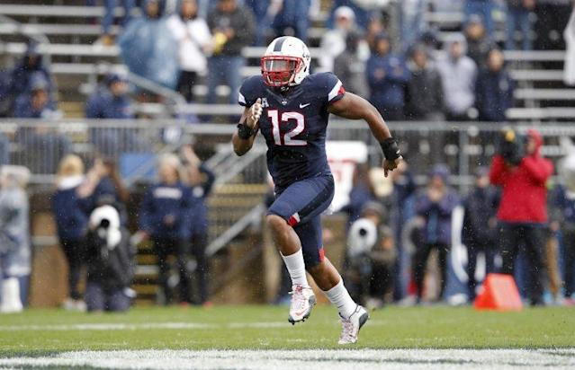 "UConn LB <a class=""link rapid-noclick-resp"" href=""/ncaaf/players/227703/"" data-ylk=""slk:E.J. Levenberry"">E.J. Levenberry</a> suffered a torn ACL this past weekend. (AP)"