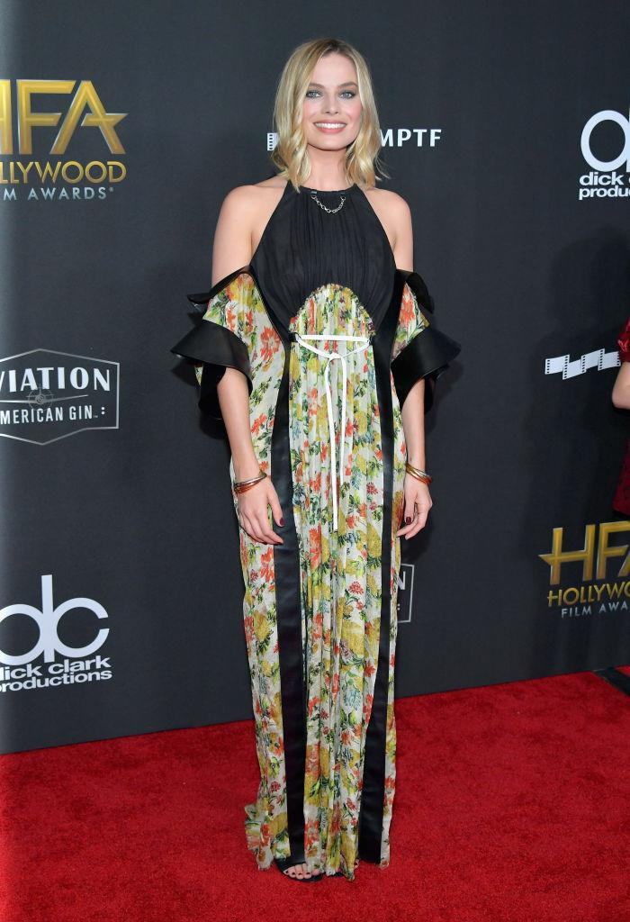 <p>The actress looked both sultry and sweet in a Louis Vuitton dress. (Photo: Getty Images) </p>