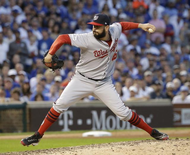 <p>Oliver Pérez es otro pitcher mexicano que luce su brazo en ronda de playoff con Washington Nats. (AP Photo/Nam Y. Huh) </p>