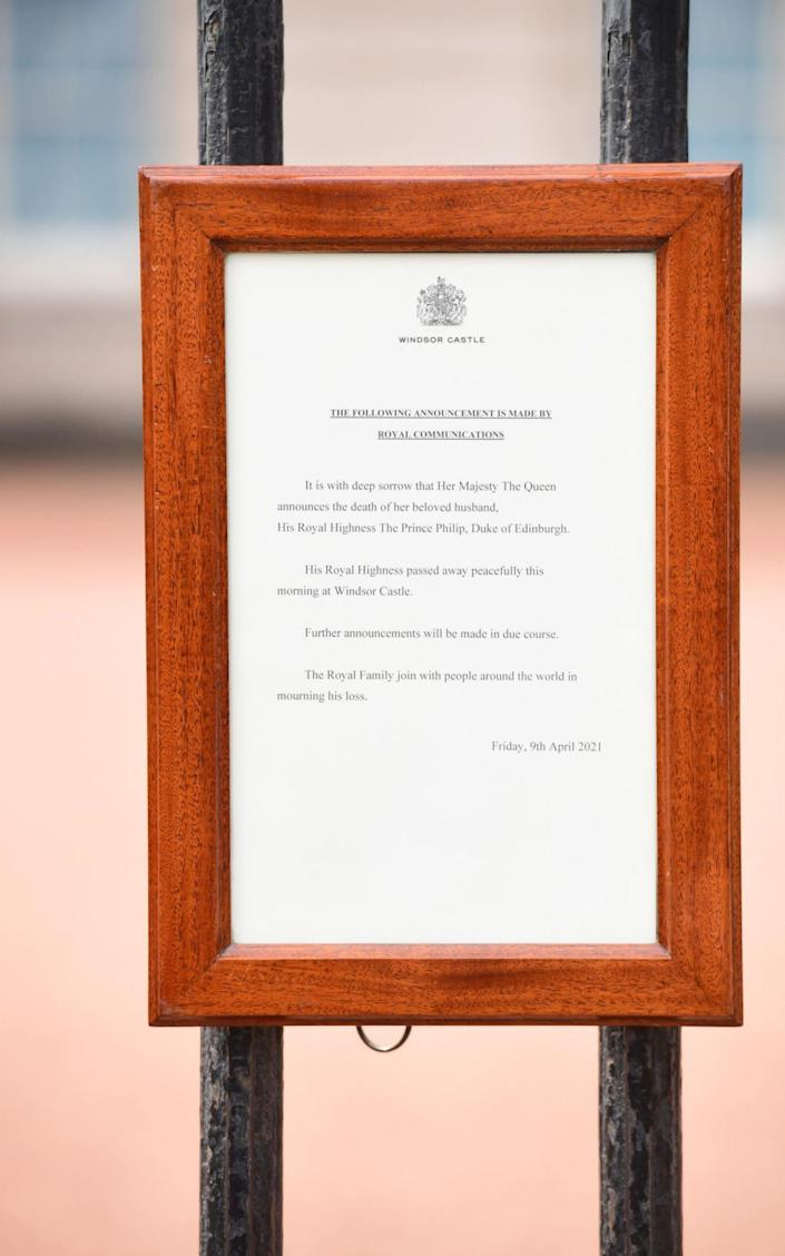 The announcement of the death of Prince Edinburgh, who died at the age of 99, rests on the gates of Buckingham Palace in London. Photographed date: Friday, April 9, 2021.  PA photo. Prince Phillip, 99, was the longest-serving spouse in British history.  & # Xa0; -Ian West / PA & # xa0;