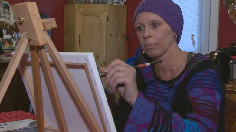 Strangers rally cash, support for mom fighting cancer and pushing for government support