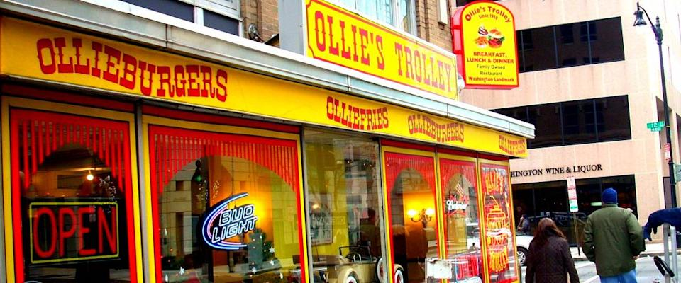 Ollie's Trolley operating on 12th Street in Washington, D.C.