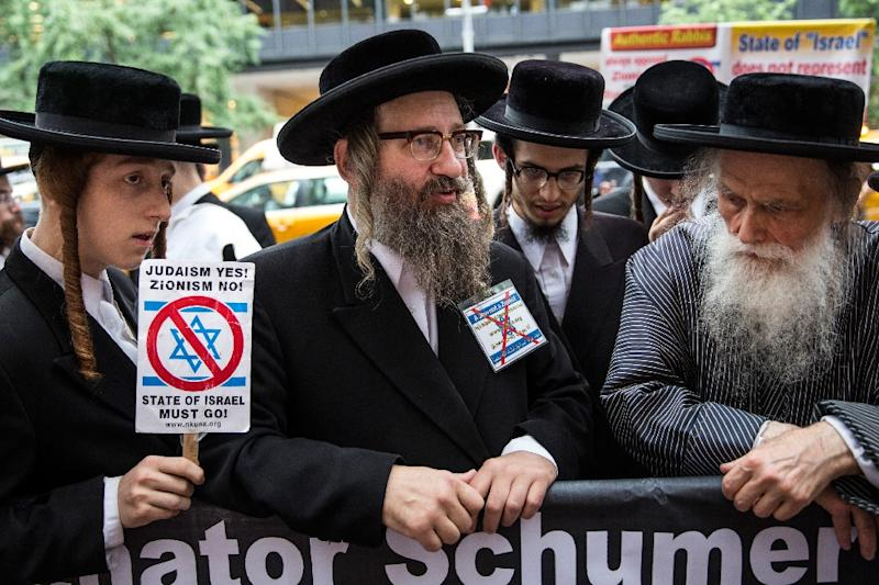 Anti-Zionist Orthodox Jews protest outside US Senator Chuck Schumer's Manhattan offices over his decision not to support President Obama's Iranian nuclear deal on August 10, 2015