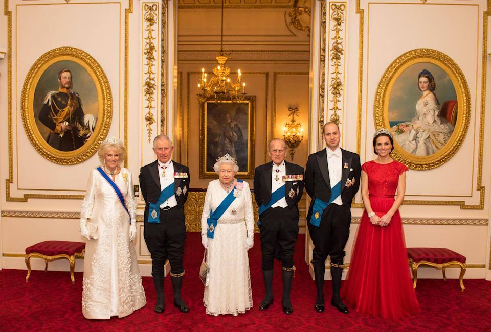 Britain's Queen Elizabeth II (3L) stands with her husband Britain's Prince Philip, Duke of Edinburgh (3R), her son Britain's Prince Charles, Prince of Wales (2L) and his wife Britain's Camilla, Duchess of Cornwall (L), and her grandson Britain's Prince William, Duke of Cambridge (2R) and his wife Britain's Catherine, Duchess of Cambridge, as they pose photo a photograph ahead of the annual evening reception for members of the Diplomatic Corps at Buckingham Palace, London on December 8, 2016. / AFP / POOL / Dominic Lipinski        (Photo credit should read DOMINIC LIPINSKI/AFP via Getty Images)