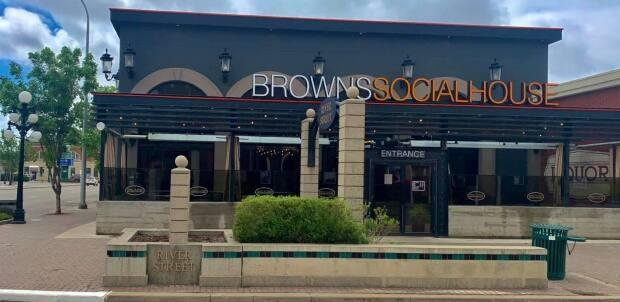 The SHA says increased risk of COVID-19 exposure occurred atBrown's Socialhouse on 11 River St. W. Aug. 26-31.  (Moose Jaw Brown's Socialhouse/Facebook - image credit)
