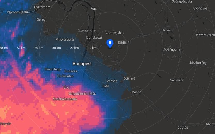 The weather forecast shows heavy rain heading towards the track - trackweather.live