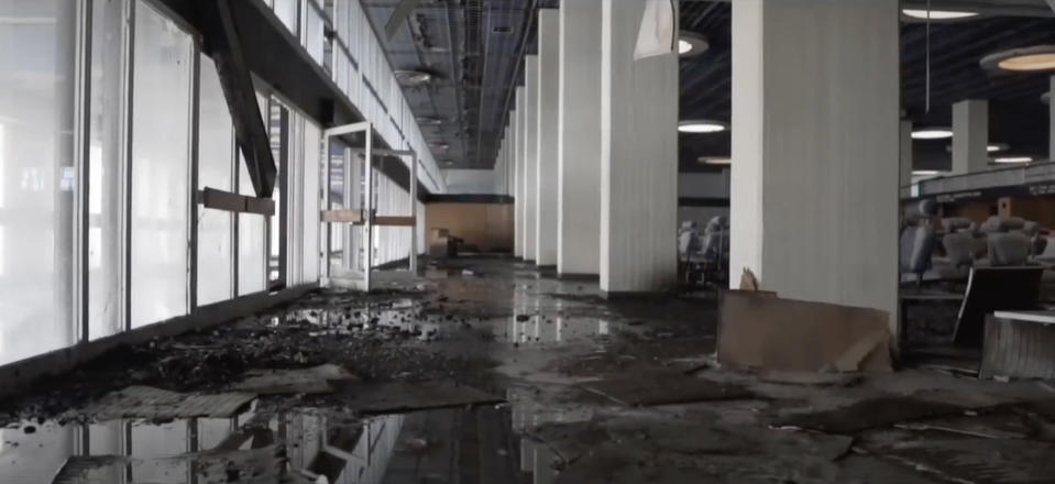 """<p>""""Only the elements of nature have affected the building, you can't find a single tag in the building. The only visitors are pigeons."""" (Photo: Bob Thissen/Caters News) </p>"""