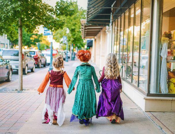 PHOTO: The Grabenstein sisters Landri, 6, and Alli and Maddi, both 8, will transform into the Sanderson sisters from 'Hocus Pocus' this Halloween. (Heather Rust Photography)