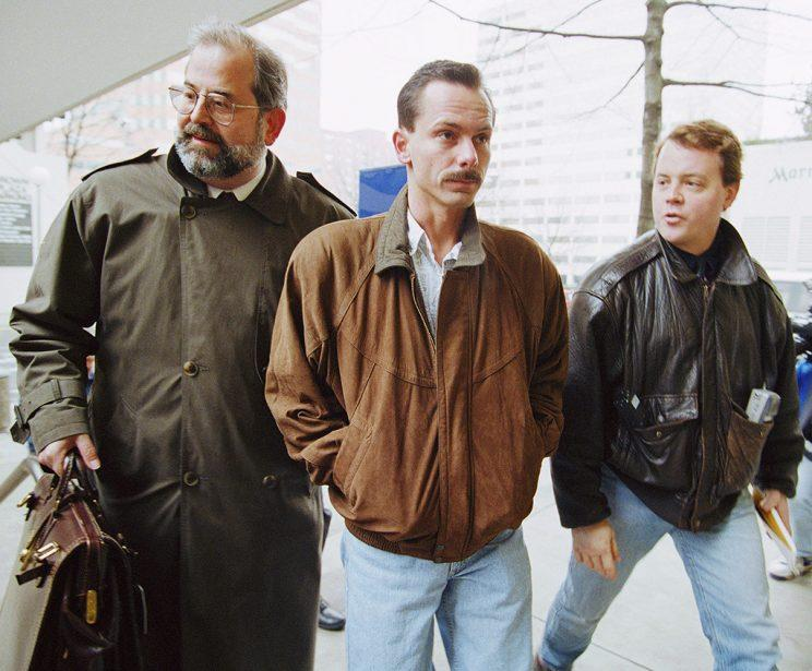 Jeff Gillooly, right, ex-husband of figure skater Tonya Harding, enters FBI headquarters with this attorney, Ron Hoevet, on Jan.27,1994 in Portland, Oregon. Gillooly is meeting with investigators to discuss the Nancy Kerigan assault case. (AP Photo/Shane Young)