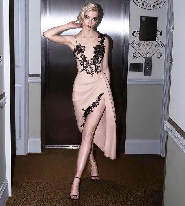 """<p>The 24 year-old stunned at the SAG Awards, at which she took home the award for Outstanding Performance by a Female Actor in a Miniseries or Television Movie for her role in Netflix's The Queen's Gambit, in a Vera Wang asymmetric gown and jewellery by Tiffany & Co.</p><p><a href=""""https://www.instagram.com/p/CNSs2GUjBUV/"""" rel=""""nofollow noopener"""" target=""""_blank"""" data-ylk=""""slk:See the original post on Instagram"""" class=""""link rapid-noclick-resp"""">See the original post on Instagram</a></p>"""
