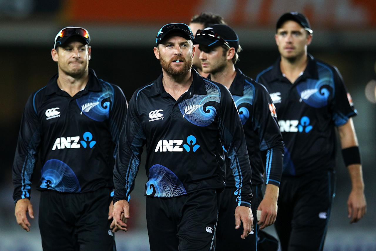 AUCKLAND, NEW ZEALAND - JANUARY 25: Brendon McCullum of New Zealand leads his team off the field with the match tied after the One Day International match between New Zealand and India at Eden Park on January 25, 2014 in Auckland, New Zealand.  (Photo by Anthony Au-Yeung/Getty Images)