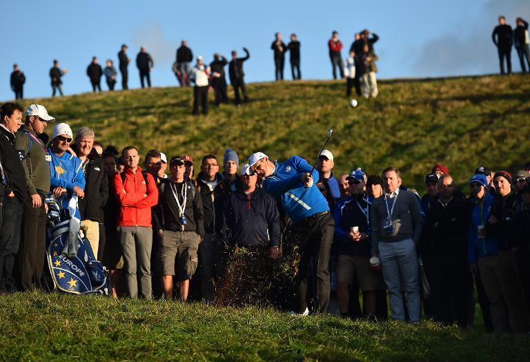 Europe's Justin Rose plays a shot out of the rough on the second hole during the opening fourball match against the USA during the Ryder Cup at the Gleneagles golf course in Scotland, on September 26, 2014 (AFP Photo/Ben Stansall)