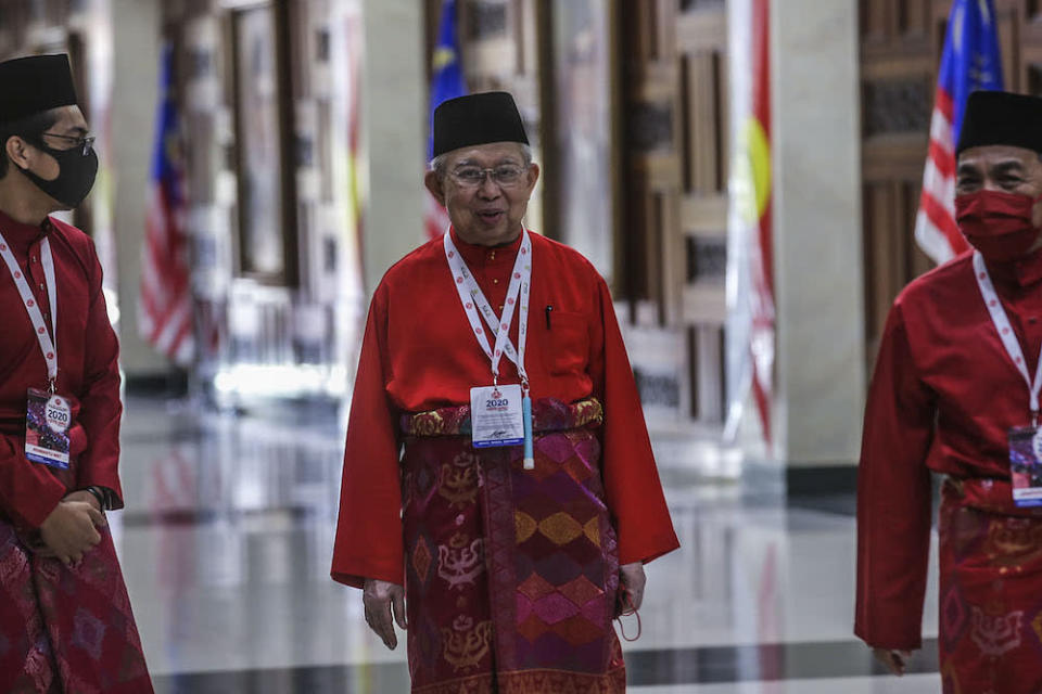 Gua Musang MP Tan Sri Tengku Razaleigh Hamzah says the prime minister and his ministers should resign, withdraw from administering the country and hand over power to the King. ― Picture by Hari Anggara.